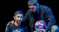 Нурмагомедов благодарен Рональду за встречу последнего с мальчиком, родившимся без ног