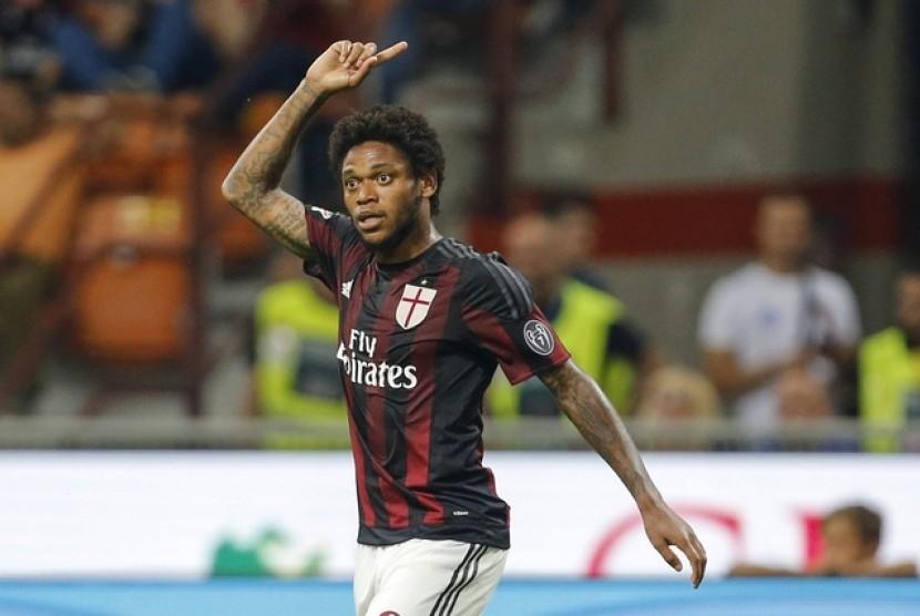 «Милан» и«Спартак» завершат переговоры попереходу Адриано вближайшие дни
