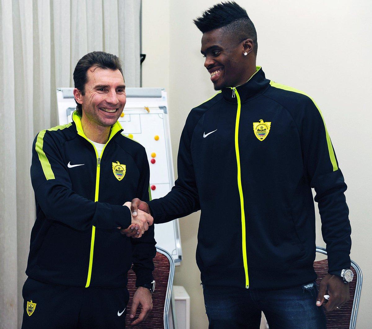 «Анжи» подписал договор сзащитником Фибелем