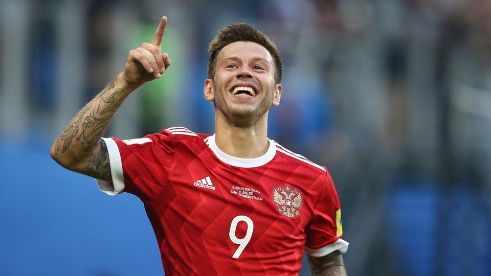 Вратарь сборной России попал в больницу. Россияне и испанцы забили по три мяча